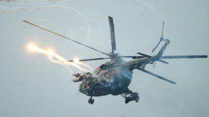 Un helicóptero disparó al público por error durante unas maniobras militares