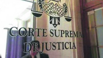 par. Al estar integrada por seis miembros, la Corte necesita desempatar.