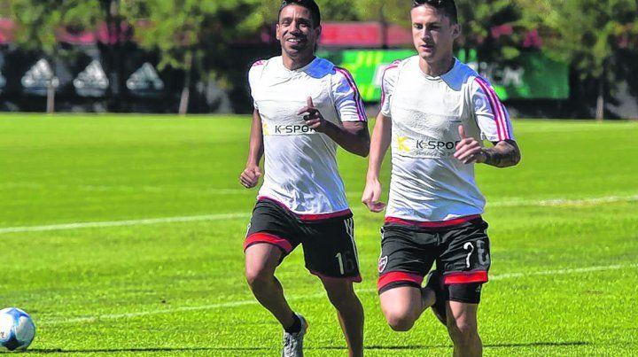 Talentosos. Víctor Figueroa y Héctor Fértoli trotan distendidos en el prediode Bella Vista.