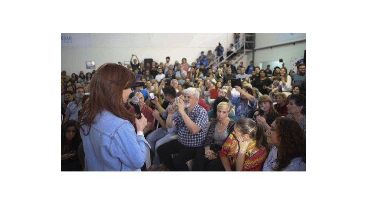 En Berazategui. La ex presidenta dialogó con vecinos del conurbano.