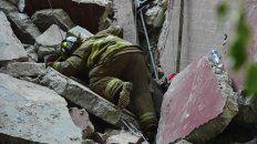 Los rescatistas siguen con la búsqueda entre los escombros.