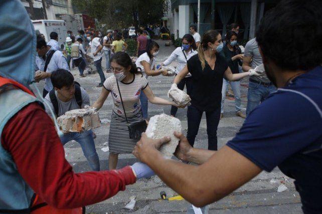 El cónsul en México admitió que buscan a varios argentinos desaparecidos en el terremoto