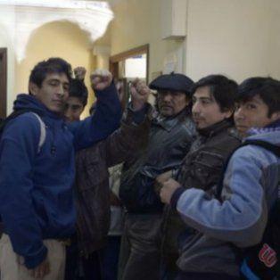 miembros de la comunidad mapuche ocuparon el juzgado federal de esquel