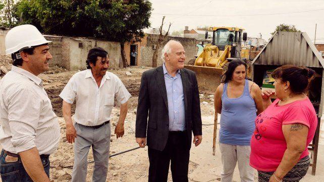 El gobernador recorrió el avance de las obras en el Cordón Ayacucho.