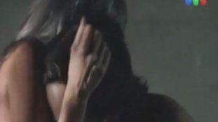 Peter Lanzani y Erika de Sautu Riestra a puro sexo en Un gallo para Esculapio