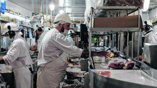 al corte. Producción de cortes envasados en la planta de Friar, en la ciudad de Reconquista.
