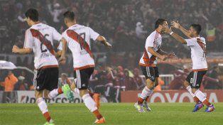 Pura alegría. River hizo goles de todos los colores y logra la remontada ante los bolivianos.