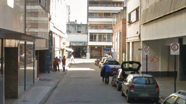 El violento robo ocurrió a metros de calle San Luis.