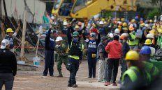 Silencio. Los trabajos de rescate en el colegio acapararon la atención de la prensa local y mundial.