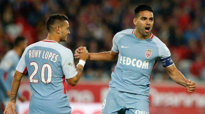 La figura. Falcao se reencontró con su mejor nivel y anotó un doblete ante Lille.