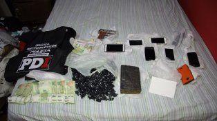 Incautado. Droga, celulares y dinero en efectivo secuestrado en la zona oeste de Rosario.