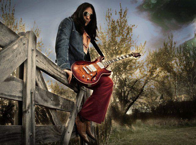 El Indio márquez. El guitarrista toca hoy en Downton junto a su hija Camila.