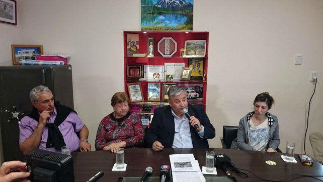 Réplica. El jefe comunal mostró documentación en conferencia de prensa.