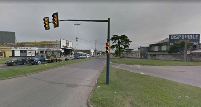 Lagos y Circunvalación. Allí apresaron al automovilista que cometió varias y graves infracciones.