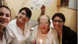 Un hombre de 84 años fue al hospital para no pasar solo el día de su cumpleaños