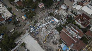Vista aérea de los restos de un edificio en el barrio Emperadores de Ciudad de México.