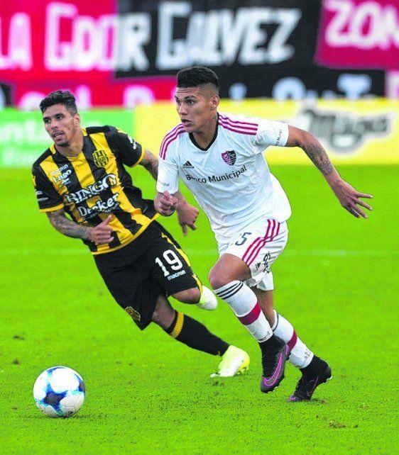 Aparición. Enzo Cabrera jugó por primera vez contra Olimpo y metió dos pases gol.
