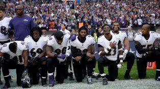 Deportistas de fútbol americano respondieron arrodillados y unidos al boicot de Trump