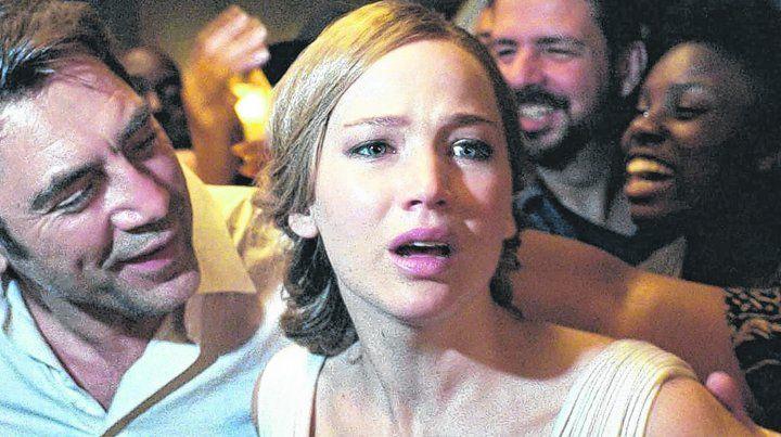 misterio en el bosque. Javier Bardem y Jennifer Lawrence interpretan a Madre y El