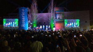 Baglietto, Fandermole, La Sole y el cantante de Los Palmeras abrieron el acto de inauguración.