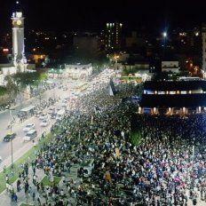 Una multitud fue a la inauguración del Mercado del Patio.