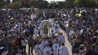 La masiva manifestación de fe para honrar a la virgen María del Rosario se celebró este año bajo el lema Madre, enséñanos a vivir en comunión.