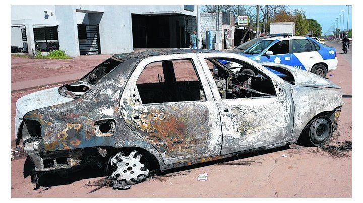en el baúl. El cuerpo estaba en un Fiat Siena incendiado en Rolla al 4000.
