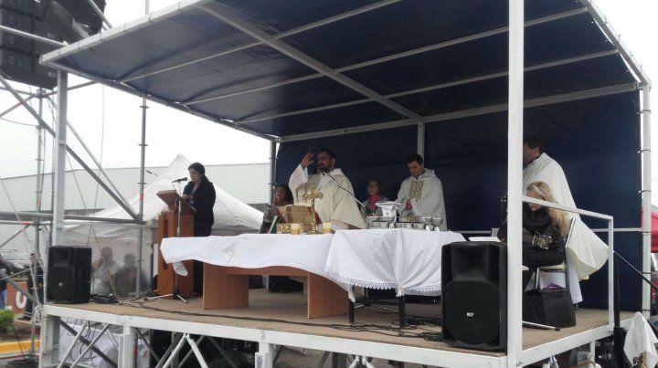 Los vecinos de Elortondo acompañaron al Padre Ignacio en la inauguración de un refugio