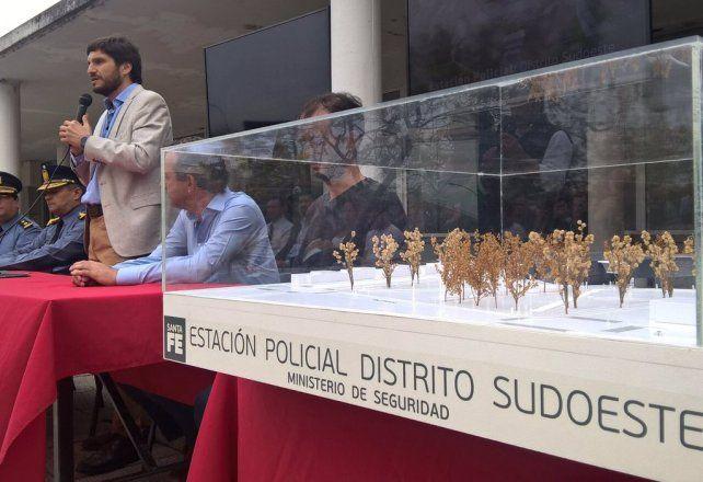 El ministro de Seguridad Maximilano Pullaro presentó el proyecto de la Estación Policial Distrito Sudoeste.