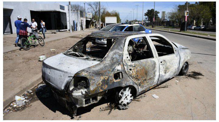 Revelan que el cuerpo descubierto en un auto incendiado tenía un balazo en el cráneo