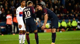 La imagen de la discusión entre Neymar y Cavani.
