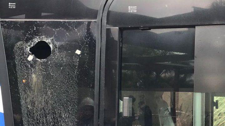 Atacan a piedrazos al ómnibus que trasladaba al equipo de Boca al hotel en Mendoza