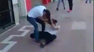 Imagen de la brutal pelea.