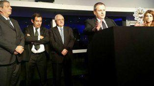Terán agradece a la Cámara Uruguaya de Turismo al recibir el Premio Sol en Montevideo.