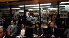 los familiares de once se expresaron con pancartas y pidieron un juicio transparente a de vido