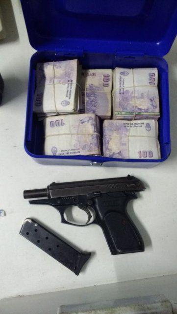 Detienen a un hombre armado y secuestran una importante suma de dinero