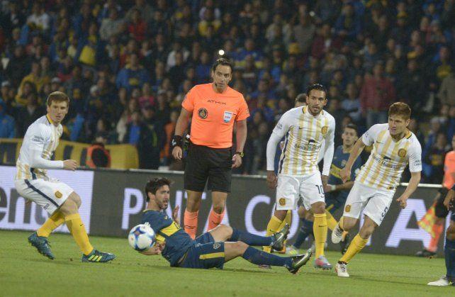 Pablo Pérez desvió la pelota dentro del área. ¿Fue con la mano?