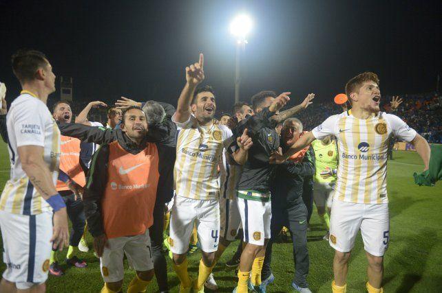 El festejo canalla tras el resonante triunfo ante Boca.