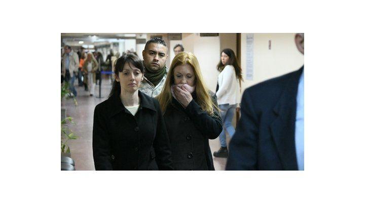 acusadas. Virginia Seguer y Alicia Fernández llegan escoltadas a la sala de audiencias de Tribunales.