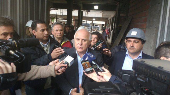 LIfschitz dialogó con los periodistas durante una recorrida por las obras del edificio para trabajadores de los medios de comunicación.