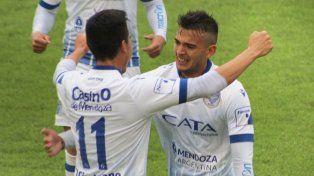 Grito de gol. Godoy Cruz festejó en Córdoba y avanzó a los cuartos de final de la Copa Argentina.