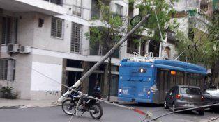 Un interno de la Línea Q enganchó los cables y cortó la luz. (Foto: via Twitter @mvliliana10)