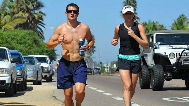 A correr. Los especialistas recomiendan unos 150 minutos semanales de actividad física aeróbica
