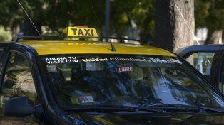 El taxista sufrió una herida cortante en el cuello.