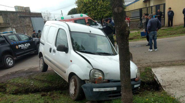 El conductor del Renault Kangoo salió ileso.