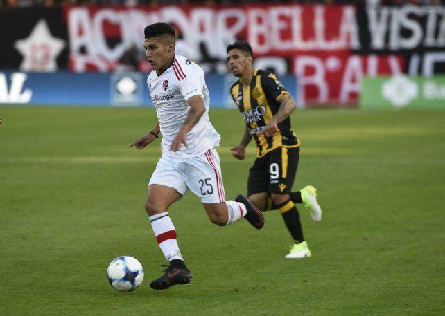 Encara y pasa. El juvenil leproso de 17 años tuvo su estreno absoluto en el triunfo 2 a 0 ante Olimpo.