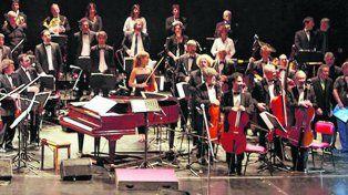 Homenaje. La Orquesta Nacional Juan de Dios Filiberto tocó la semana pasada en el Centro Teatral San Martín por el siglo de vida del tango canción.