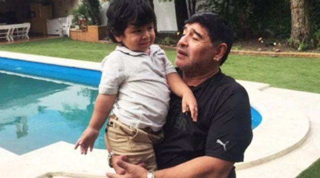 Internan al hijo de Diego por un cuadro febril