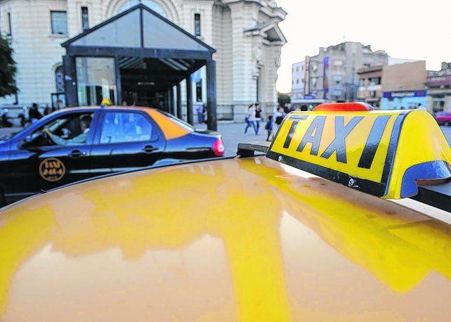 Licencias. Hay 465 chapas de taxis que vencen en noviembre.