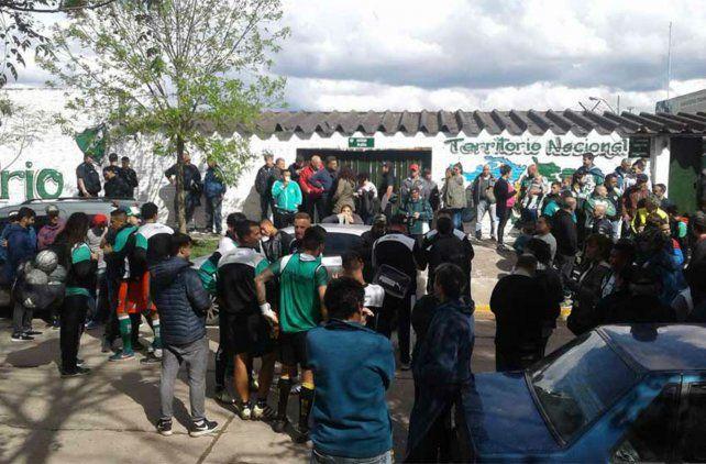 Una amenaza de bomba demoró el comienzo del partido entre Ituzaingó y Central Córdoba
